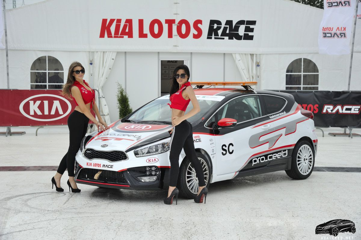 KIA CEED GT and Girls